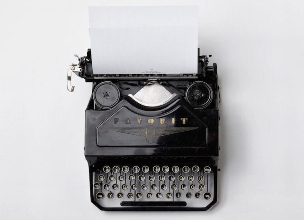 typewriter with an empty paper